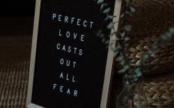Obawa o to, co powiedzą inni, a moc w szczerości i słabości